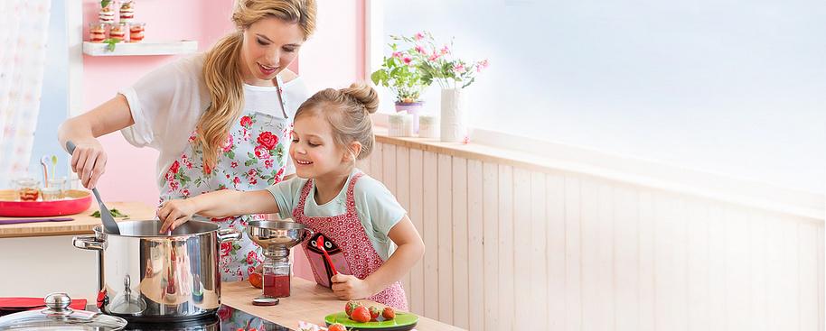 #Marmelade selbstgemacht - jetzt einkochen mit Weltbild!#     Es geht doch nichts über selbstgemachte Marmelade oder frisches Apfelmus. Das **schmeckt einfach am besten** –und man weiß, was drin ist ... Schön verziert auch eine individuelle Geschenk-Idee.   Hier finden Sie **alles, was Sie zum Einmachen und Einkochen brauchen.**