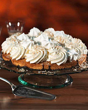 "###Die Cremige: Irish-Cream-Baiser-Torte **Zubereitungszeit:**  30 Minuten **Backzeit:**  25 Minuten {{ button href=""https://www.weltbild.de/news/downloads/Irish-Cream-baiser-Torte.pdf"" text=""Rezept gratis herunterladen""}}"