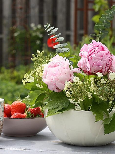 """Blumensteckvase """"Romance"""" - ganz romantisch dekoriert mit Pfingstrosen und Hortensien"""