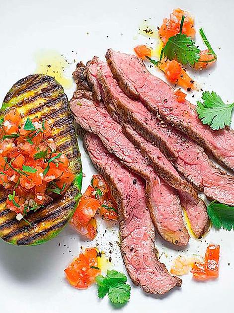 Flanksteak mit Tomatensalsa und Avocado - ein Rezept von Johann Lafer