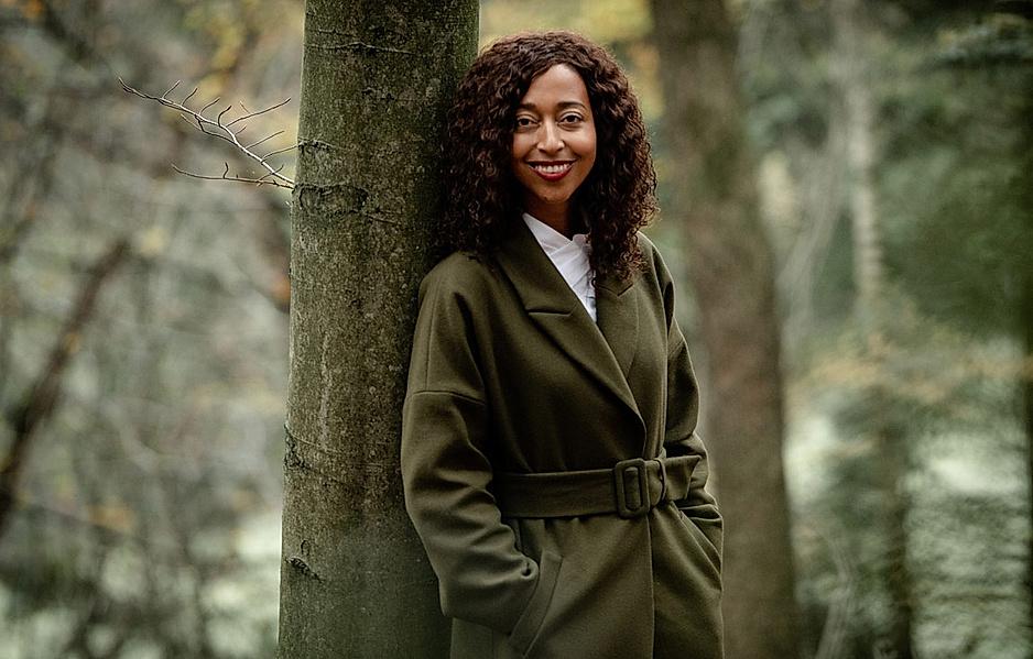 Melanie Raabe wuchs umgeben von Wäldern auf dem Land auf. In ihrem neuen Thriller wird der Wald zum Tatort.