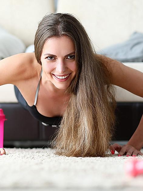 Fitness-Übungen fürs Home-Studio - mit und ohne Geräte