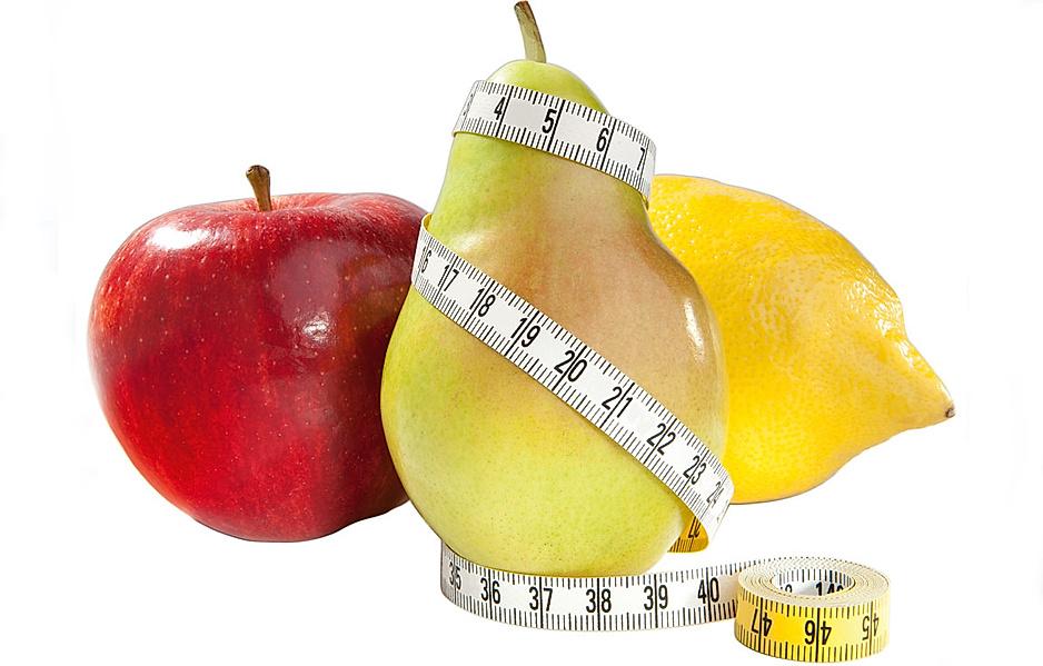 Obst mit einem Maßband umwickelt steht für gesundes, schnelle abnehmen
