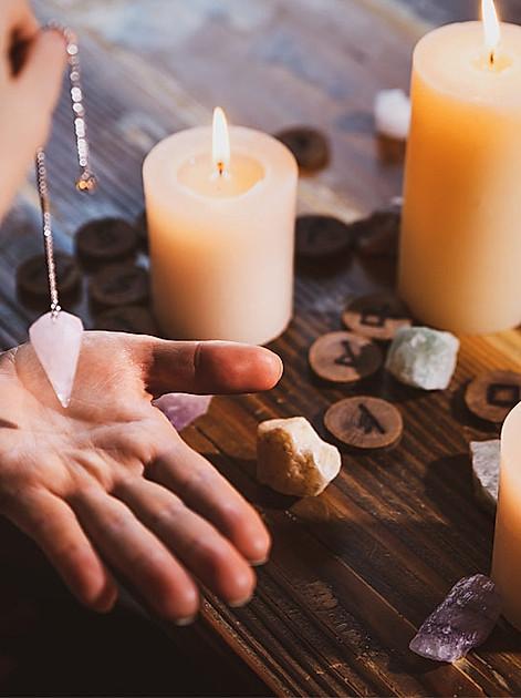Pendeln ist ein altes Ritual die Zukunft zu erkunden