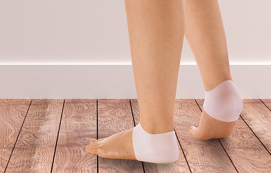 Medizinische Fußpflege - Füße mit Fersenschutz aus Silikon