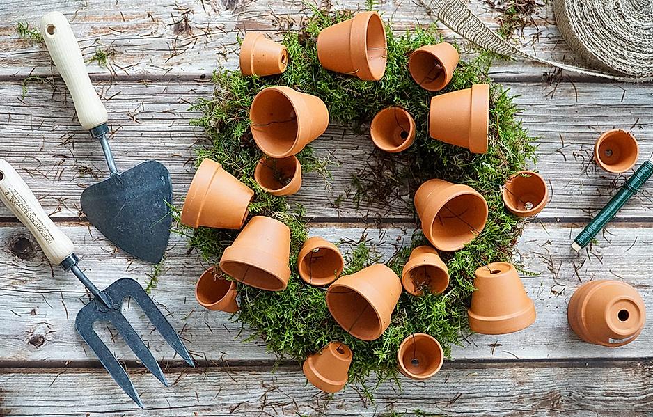 Aus Tontöpfen Gartendeko selber machen
