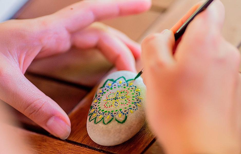 Steine bemalen als kreative Ablenkung für zwischendurch