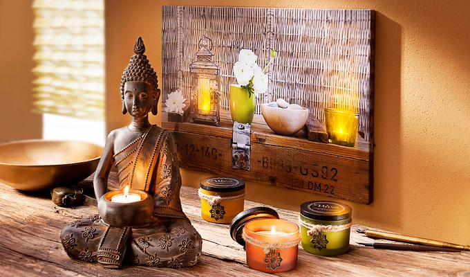 Stimmungsbild mit Leuchtbild und Buddha