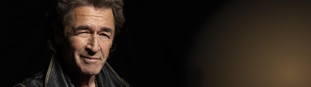 """##Peter Maffay - Sänger, Komponist, Produzent  1970 veröffentlichte Peter Maffay (*1949) seine erste Single: """"Du"""" bescherte ihm auch den ersten Auftritt in der ZDF-Hitparade und wurde über eine Million Mal verkauft. Ende der 1970er-Jahre entwickelte sich Maffay zum Deutschrocker und landete mit """"So bist Du"""" seinen zweiten Nr.-1-Hit.  Einer von Peter Maffays bis heute bekanntesten Hits ist """"Über sieben Brücken musst Du geh'n"""" von 1980, das Cover eines Songs der Band Karat aus der damaligen DDR. Einen ganz neuen Weg ging er 1983 mit dem Album """"Tabaluga"""" oder """"Die Reise zur Vernunft"""", eine Art Musical für Kinder. Der kleine Drache Tabaluga fand zunächst aber vor allem unter Erwachsenen seine Fans.  Insgesamt hat der Rockstar rund 50 Millionen Tonträger verkauft.  {{ button href=""""/musik/kuenstler/peter-maffay"""" text=""""Zu den CDs"""" }}"""